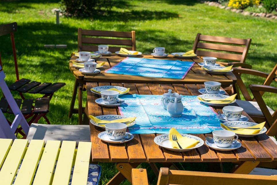 Comment entretenir sa terrasse de jardin écologiquement ?